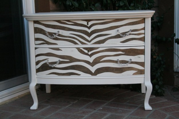 source: http://akreativeknack.blogspot.com/search/label/Furniture%20makeover